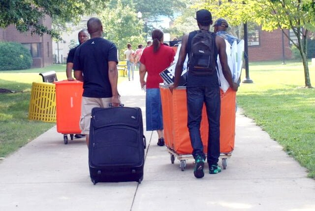 students moving in to college